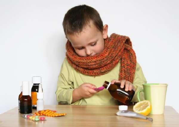 Препараты от кашля в виде сиропа очень удобны для лечения детей