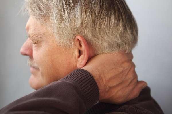 Пульсирующая боль в затылке справа, слева: причины, лечение
