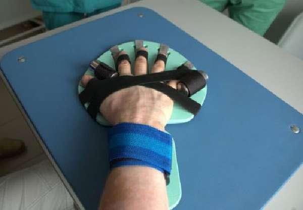Тренажер-фиксатор пальцев руки после инсульта Ладошка