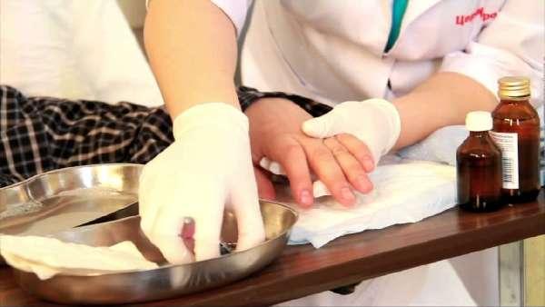 Уход за ногтями больного