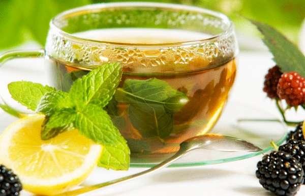 чай с добавлением ромашки, мяты или мелиссы