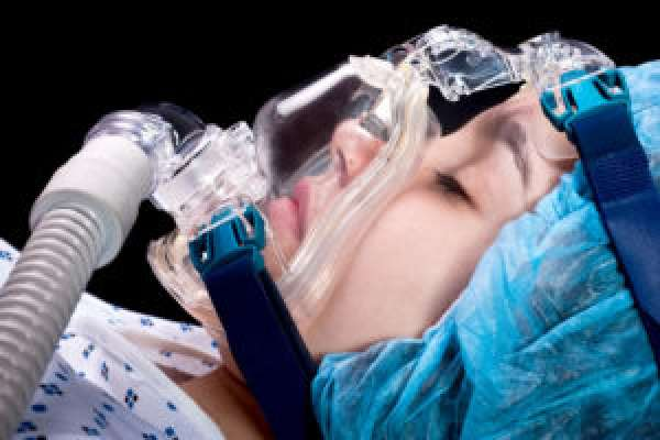 Девушка в состоянии комы после инсульта
