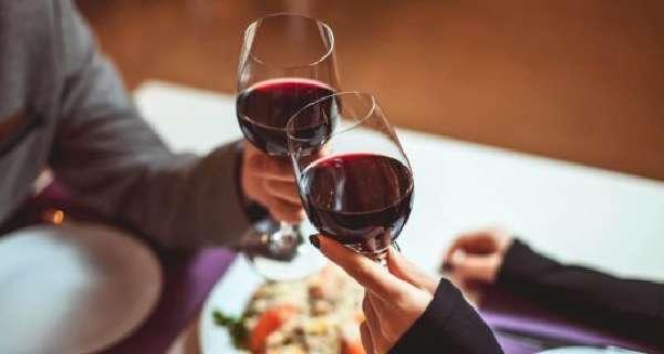 Два бокала вина