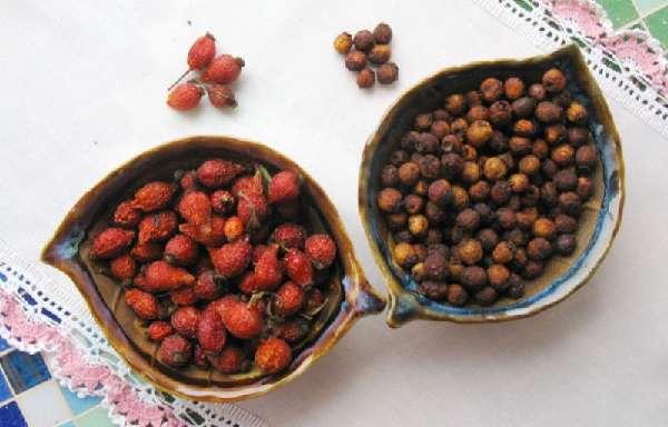 Сухие плоды боярышника и шиповника