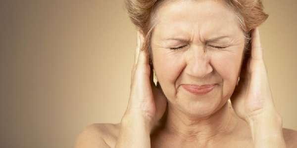 У женщины шум в ушах