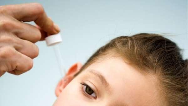 Закапывание ушей ребенку