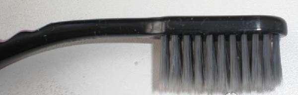 Зубная щетка с мягкой щетиной