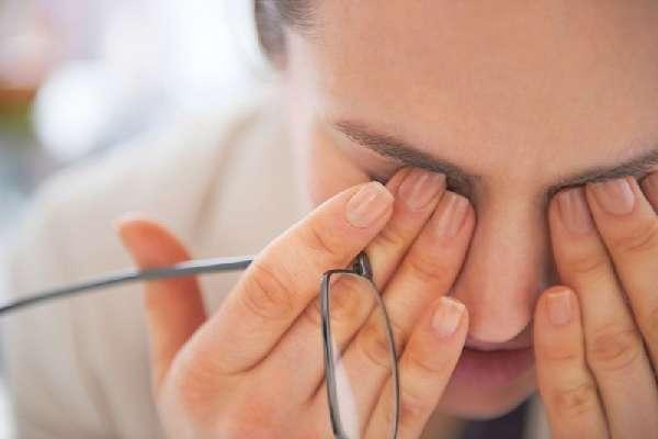 Массаж слёзного канала