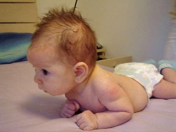 Ребёнок держит голову самостоятельно