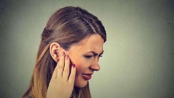 Щёлканье в ухе
