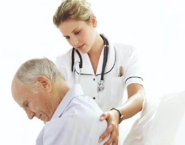 Что означает боль в спине, боку, животе и груди при пневмонии
